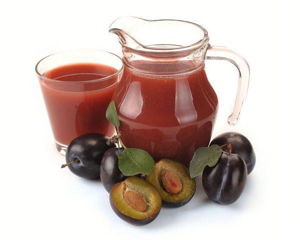 Избавиться от запора помогут фруктовые соки, приготовленные самостоятельно