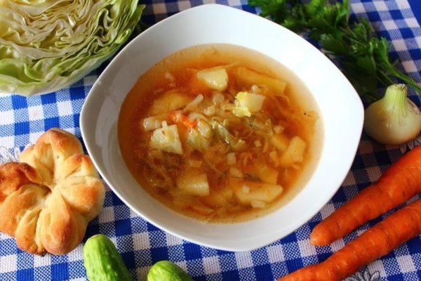 Куриный суп с капустой и картошкой для питания малышей от одного года