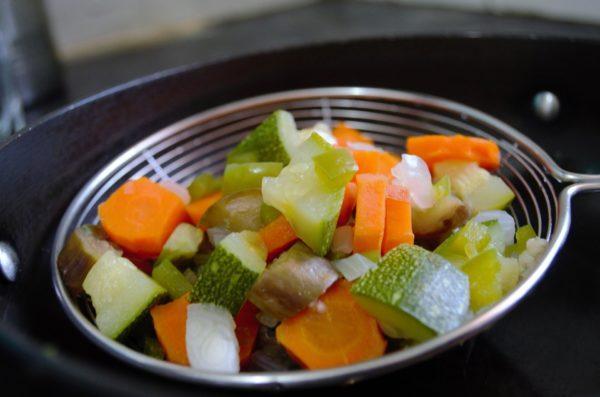 Отварные овощи можно измельчать блендером