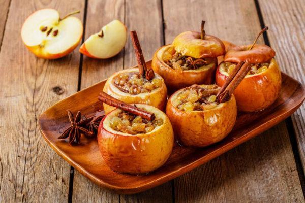 Печеные яблоки с изюмом