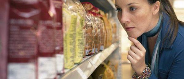 Перед покупкой нужно проверять сроки годности продуктов