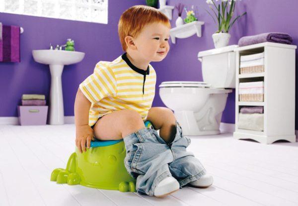 Почему у ребёнка зелёный стул