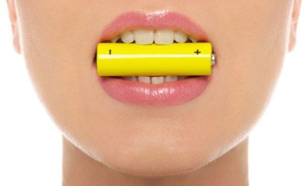 При появлении устойчивого привкуса металла во рту выяснить, что это значит, поможет комплексное обследование
