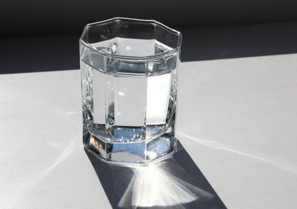 При сильных спазмах важно соблюдать обильный питьевой режим