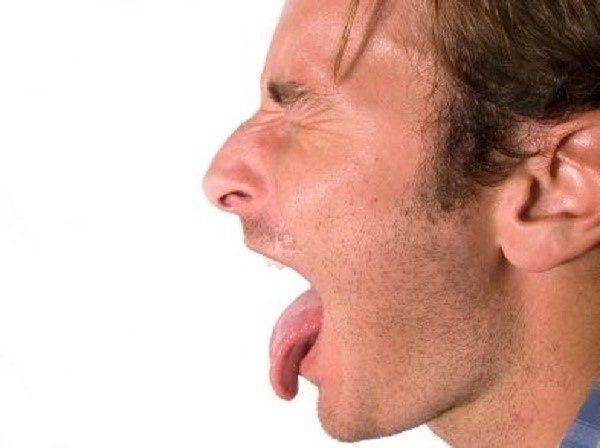 Сухость и горечь во рту: причины