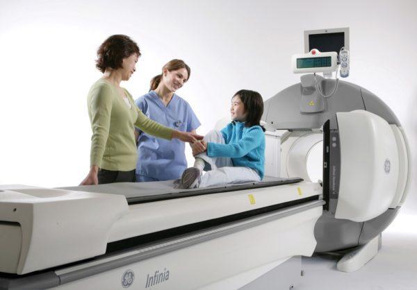 Во время МРТ рядом может находиться родственник