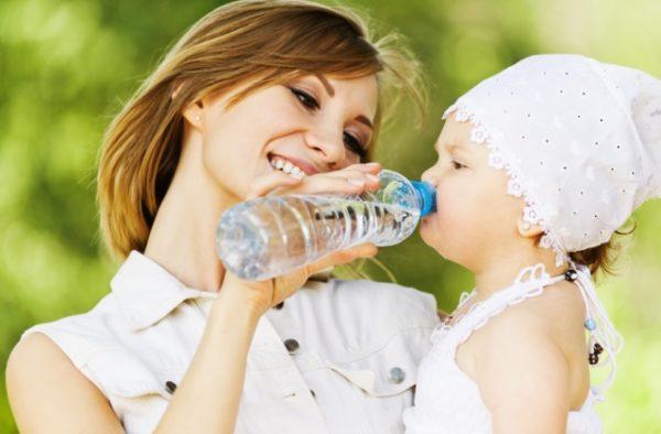 Ребенка можно поить минеральной водой без газа