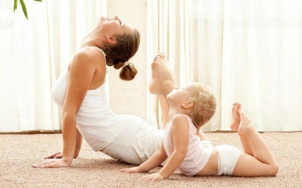 Ребенок может делать зарядку вместе с родителями