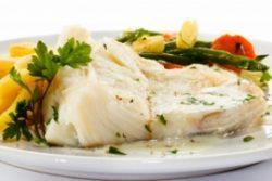 Нежирная вареная или приготовленная на пару перетертая рыба