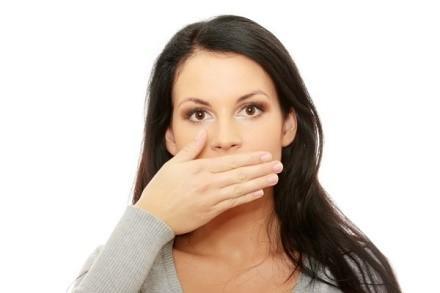 Гормональные изменения в организме любой женщины способны повлиять на формирование неприятного привкуса во рту