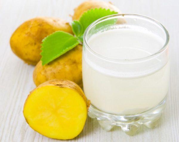 Свежевыжатый сок из неочищенного картофеля помогает при гастрите с повышенной кислотностью