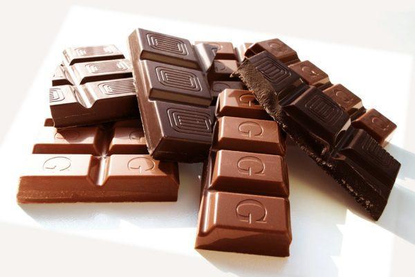 Употребление большого количества шоколада способно привести к недостаточности сфинктеров отвечающих за рефлюкс желчи