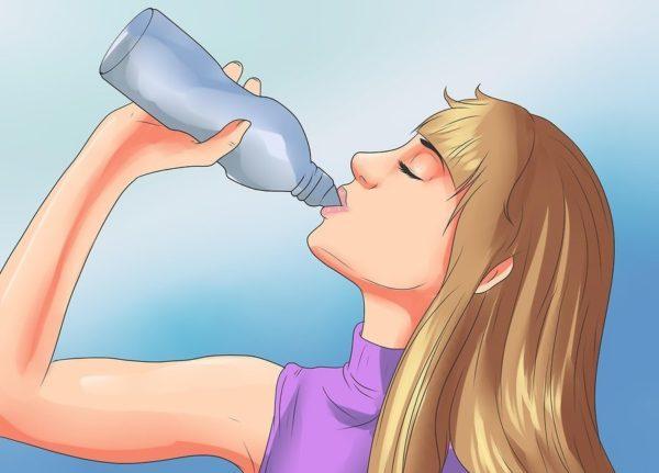 Употребление спортивных напитков или раствора пероральной регидратации также предотвратит потерю электролитов