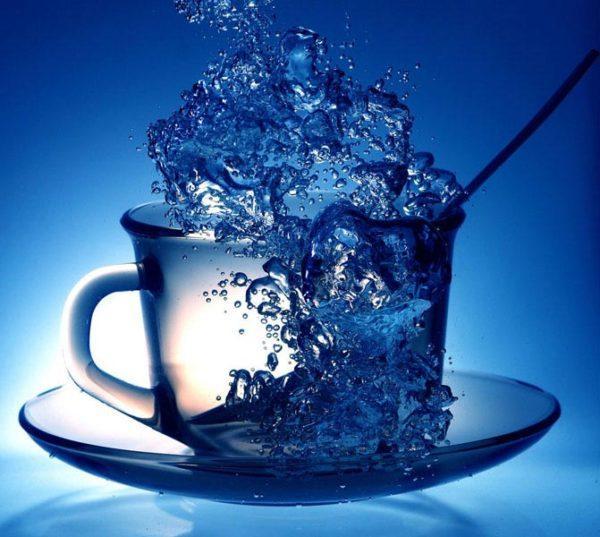 В день нужно выпивать не менее 1,7 л жидкости