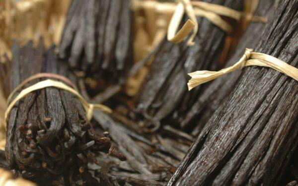 Ваниль существует нескольких сортов, из каждого вида изготавливается своя пряность, отличающаяся по качеству