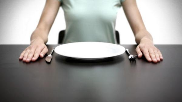 Часто сосет под ложечкой спустя несколько часов после еды