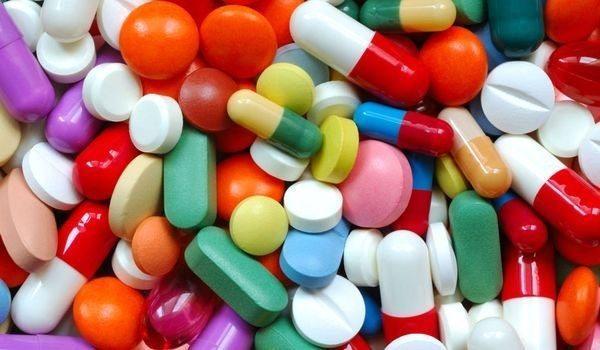 При приеме антибиотиков внутрь в виде капсул или таблеток, уничтожаются не только болезнетворные бактерии, но и полезные, отвечающие за нормальное функционирование кишечника