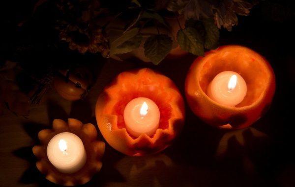 Зажгите пищевые ароматические свечи