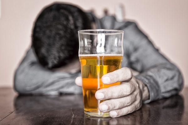 Злоупотребление алкоголем - одна из причин панкреатита