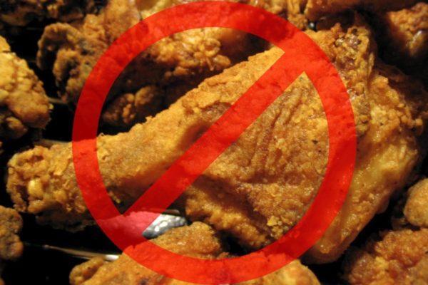Частое употребление жирной и жареной пищи ведет к гастриту