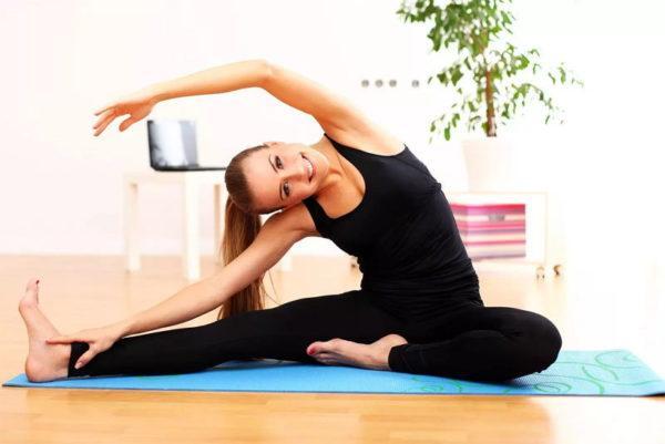 Можно ли заниматься спортом при геморрое: полезные виды нагрузок и противопоказания для тренировок, лечебные упражнения в домашних условиях и польза ходьбы и бега