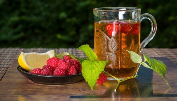 Чай с лимоном и малиной