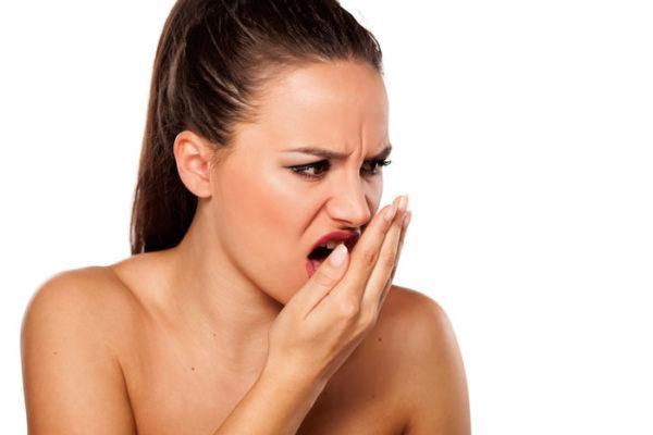 Неприятный запах изо рта свидетельствует о том, что налет - признак развивающейся патологии в организме
