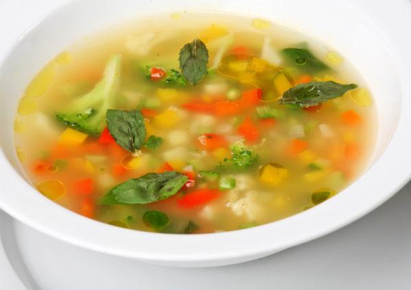 Овощной суп на время заменит жирные мясные супы