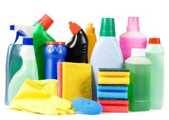 Держите моющие средства и бытовую химию в недоступных для детей месте