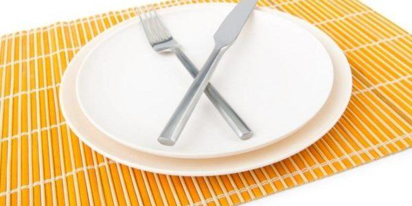 Голодовка так же как и переедание негативно сказывается на работе желудка