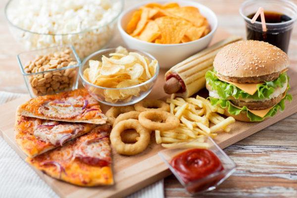 Вредная пища - один из факторов развития язвы и гастрита