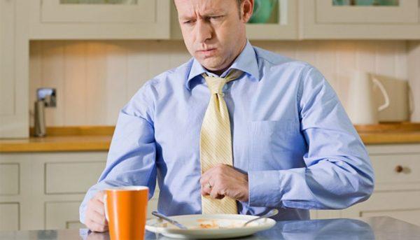 При эрозии ДПК боль в области желудка чаще всего возникает после еды