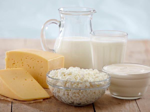 Упор нужно сделать на молочные продукты, которые помогут восстановить печень