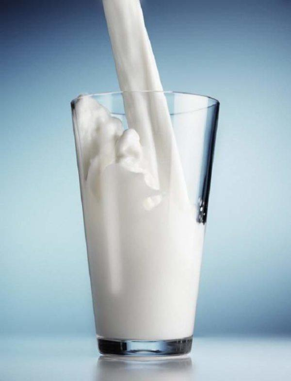 Цельное молоко может вызывать нежелательное брожение и вздутие