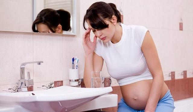 Женщины в первом триместре беременности нередко сталкиваются с тошнотой