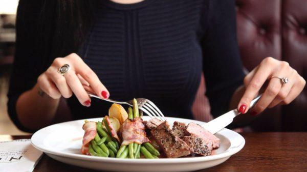 Даже разрешенные продукты нужно есть в ограниченном количестве, чтобы не перетруждать желудок в процессе переваривания пищи