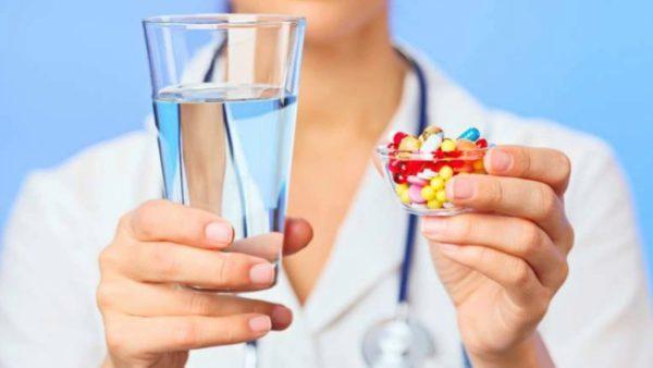 Заболевания желудка лечат медикаментозно и с применением лечебного питания