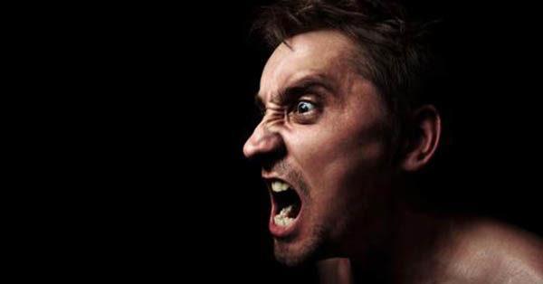 При алкогольной интоксикации человек может проявлять агрессию