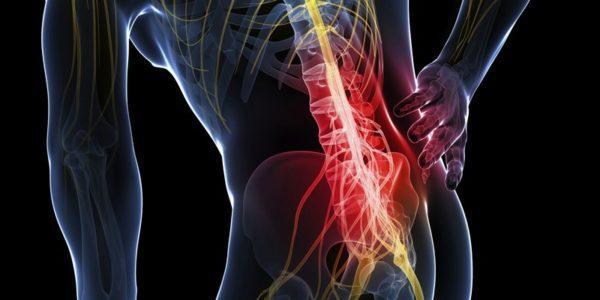Боли в правом боку часто являются следствием заболеваний позвоночника, сопровождающимися защемлением нервных окончаний