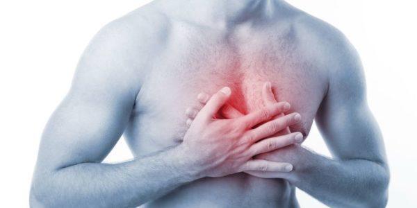 Боли в загрудинной области при изжоге часто свидетельствуют о патологиях пищевода