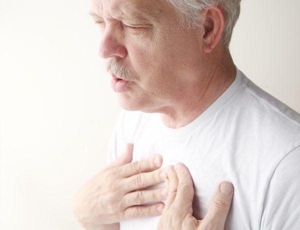 Больному становится тяжело дышать, возникает одышка