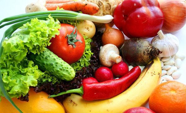 Больной должен соблюдать щадящую диету, употреблять больше овощных блюд и отказаться от продуктов с высоким содержанием углеводов