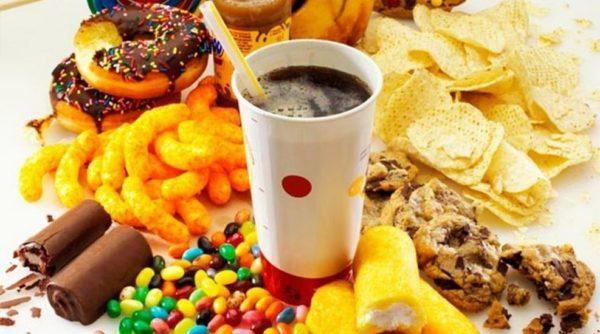 Частое употребление канцерогенных продуктов в разы повышает риск возникновения аденокарциномы желудка и других органов пищеварительной системы