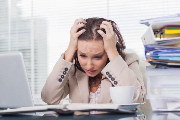 Человек, испытывающий хронический стресс и эмоциональные нагрузки, тоже находится в зоне риска