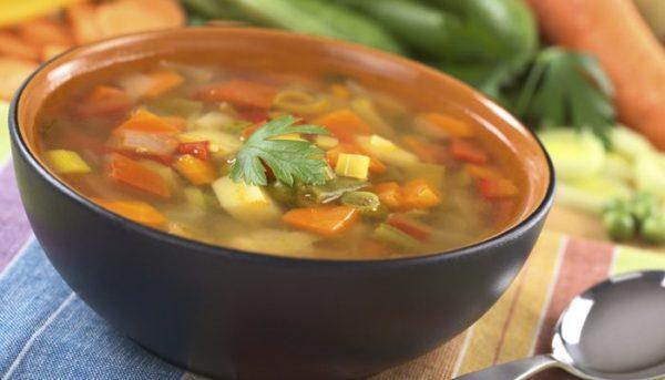 Ежедневный рацион должен включать нежирные супы