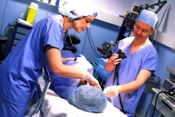 Во время процедуры нужно выполнять все команды врачей, чтобы избежать осложнений