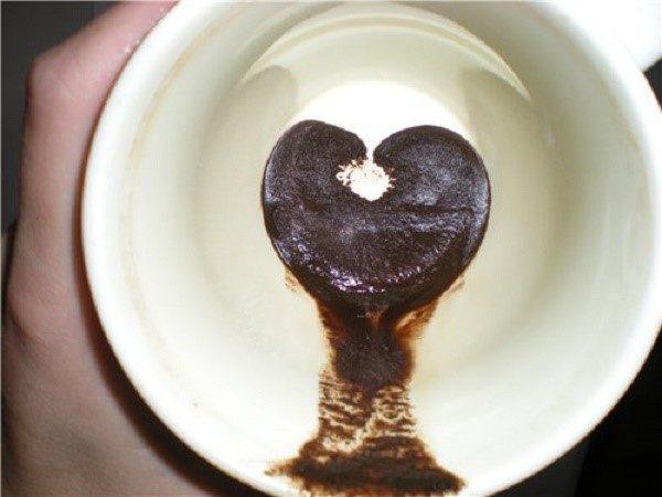 Иногда рвотные массы принимают оттенок и консистенцию кофейной гущи