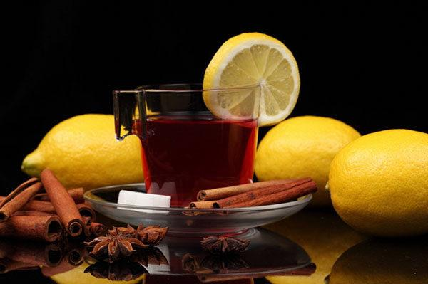Изжога бывает и от крепкого черного чая, особенно, если пить его с лимоном