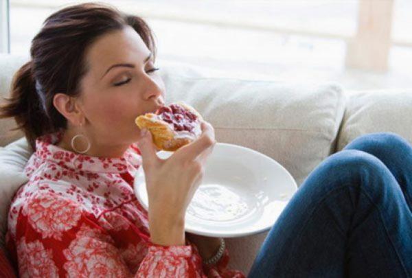 Изжога часто возникает после переедания