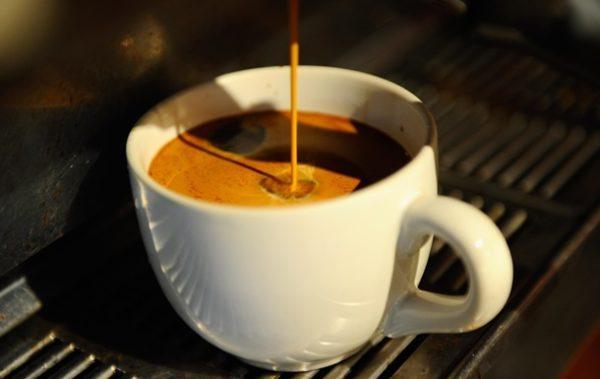 Крепкий кофе как причина изжоги